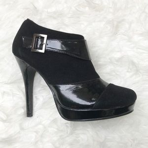 NWOB De Blossom Collection Black buckle booties